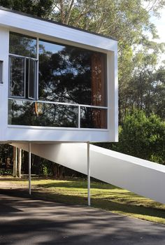 Welcome to the home of Rose Seidler. When completed in this home was 'the most talked about house in Sydney'. Designed by Australian architect Harry Seidler for his parents Rose and Max, th… Rose House, Own Home, My Dream Home, Home Goods, Mid Century, House Design, Windows, Architecture, Modern
