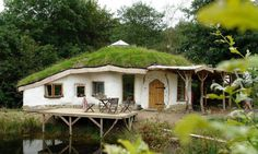 strawbale house with green roof ~ oh my oh my oh my!