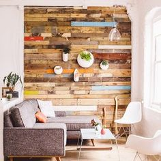 Reclaimed Pallet Feature Wall @ Loyaltepays