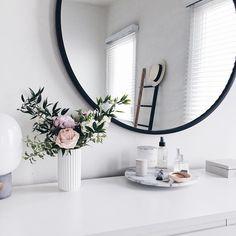 white dresser, round mirror
