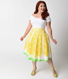 Take your best zest, gals! Brand new from Unique Vintage, this magnificent 1950s inspired circle skirt is printed in a citrusy sweet high definition lemon print in an eye catching ombre design. With a banded high waist and sleek, voluminous A-line silhoue