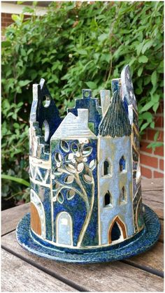 Pottery houses I have to try, these look so cute and unusual!Pottery houses I have to try, these look so cute and unusual!I offer pottery courses for young and old. Hand Built Pottery, Slab Pottery, Ceramic Pottery, Ceramics Projects, Clay Projects, Clay Crafts, Ceramic Houses, Ceramic Clay, Wooden Houses