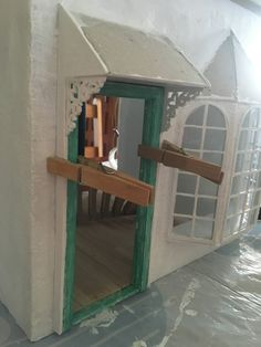 Hello everyone! As some of you may know, we had a really huge cyclone in Fiji in February. Dollhouse Miniature Tutorials, Diy Dollhouse, Miniature Dolls, Dollhouse Miniatures, Barbie Furniture, Dollhouse Furniture, Dollhouse Design, Doll House Plans, Mini Doll House