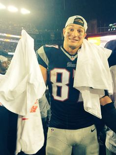 Rob Gronkowski after the AFC Championship game. On to Seattle! Gronk Patriots, Patriots Logo, New England Patriots Football, American Football Rules, American Football Players, Football 24, Football Memes, Baseball, New England Patriots Merchandise