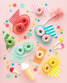 On a strict HOLE FOODS diet! Ps: these fiesta baskets are in the Mini Donuts, Baked Donuts, Doughnuts, Dunkin Donuts, Upcycled Crafts, Diy Crafts, Creative Crafts, Donut Store, Delicious Donuts