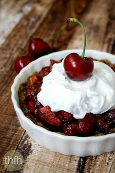 """Clean eating vegan cherry tart (""""almost"""" raw, vegan, gluten-free Clean Eating Desserts, Raw Desserts, Sugar Free Desserts, Paleo Dessert, Healthy Dessert Recipes, Gluten Free Desserts, Dairy Free Recipes, Raw Food Recipes, Muffin Recipes"""