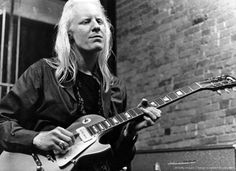 Johnny Winter playing a Les Paul