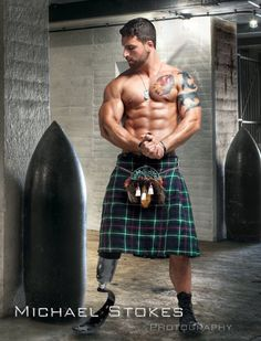 Michael Stokes Photography - man with prosthetic leg wearing a green kilt Michael Stokes Photography, Scottish Man, Scottish Outfit, Scottish Kilts, Men In Kilts, Hommes Sexy, Male Photography, Raining Men, Shirtless Men