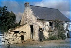 """irisharchaeology: """" A family stands outside their cottage in County Cork, Ireland in 1927 Image: Clifton R. Colorful Pictures, Old Pictures, Old Photos, Ireland Pictures, Vintage Photos, 1920s Photos, National Geographic Photographers, Stone Cottages, Small Cottages"""