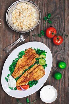 Mittelmeer - Pan - Forelle - Rezept mit Tzatziki - Sauce |  Die Mittelmeerküche.  Meine beste Art, Forellenfilet zu essen!  Zuerst werden die Forellenfilets im mediterranen Stil gewürzt, dann einfach in Olivenöl und einem Hauch von Butter gebraten.  Serviert mit einem einfachen Rucola-Salat und griechischer Tzatziki-Sauce.  Sehen Sie das Rezept auf TheMediterraneanDish.com