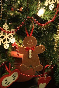 omino di pan di zenzero in feltro per l'albero di natale - gingerbread  felt decorations for the Christmas tree