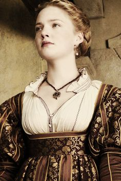Holliday Grainger as Lucrezia in The Borgias Os Borgias, Lucrezia Borgia, Renaissance Fashion, Italian Renaissance, Renaissance Dresses, Historical Women, Historical Clothing, Jessica Alba Dress, Holliday Grainger