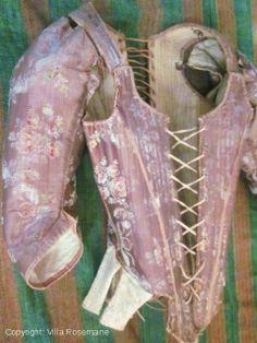 Superbe corps à baleines Louis XV en lampas de soie parme - 1720-1750 - Villa Rosemaine -  http://villa-rosemaine.com/bourse/costumes-anciens
