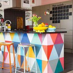 É muito estilo numa bancada só  #ahlaemcasa #cores #bancada #façadiferente