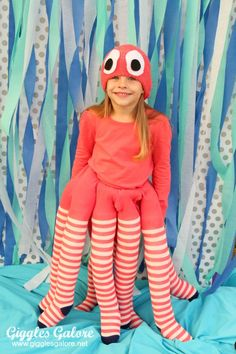 Halloween costumes for girls - DIY Octopus Costume - Giggles Galore Diy Halloween Costumes For Kids, Diy Costumes, Halloween Party, Sea Creature Costume, Costumes Faciles, Under The Sea Costumes, Fantasias Halloween, Halloween Disfraces, Diy For Kids