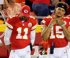 While rookie quarterback Patrick Mahomes has turned heads in the preseason, Kansas City Chiefs general manager Brett Veach made it clear he believes Alex Smith is the team's best option heading into the 2017 season. Kansas City Nfl, Kansas City Chiefs Football, Chiefs Game, Pittsburgh Steelers, Dallas Cowboys, Kc Football, American Football, Giants Baseball, Alex Smith Chiefs