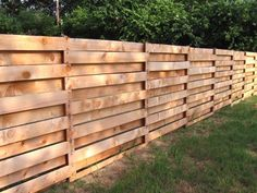 If you are looking for Diy Projects Pallet Fence Design Ideas, You come to the right place. Here are the Diy Projects Pallet Fence Design Ideas. Pallet Privacy Fences, Privacy Fence Designs, Backyard Privacy, Diy Fence, Backyard Fences, Garden Fencing, Wood Pallet Fence, Wooden Fences, Fence Art
