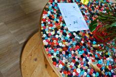 Tavolino Bottoni,  spoletta di legno completamente rivestita di bottoni, e piano in vetro. 280 euro