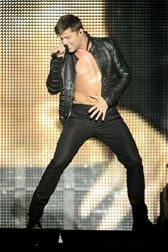 Ricky Martin shows off his moves at the Heineken Music Hall