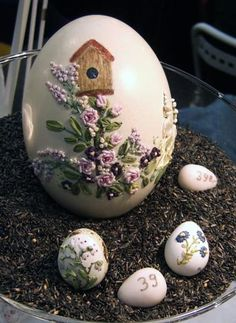 Embroidery On Egg Shells - Don't Know How It's Done, But It's Pretty. Вышивка по яичной скорлупе | RNDnet