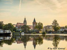 Das Bild zeigt die Katharinenkirche und den Neustädtischen Mühlentorturm.