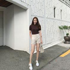 #리아쥬르#liajour 이번 주말 끝 근데 컴퓨터야 제발 내 마음 좀 알아줘 말썽피우지 말아줘 - #린넨반바지#하이웨스트반바지 Korean Casual Outfits, Korean Outfit Street Styles, Girly Outfits, Cute Casual Outfits, Simple Outfits, Stylish Outfits, Korean Girl Fashion, Look Fashion, Asian Fashion