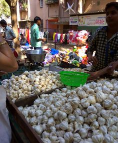 Mumbai daily: Garlic on cart