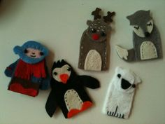These little creatures are from Mollie Makes: Happy Handmade Christmas! They are fingerdolls, very cute!