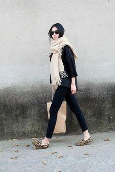 どんな洋服とも合わせられるシンプルなブラックニットは秋冬のワードロープに最適!そんなブラックニットの着回しコーデをピックアップ☆