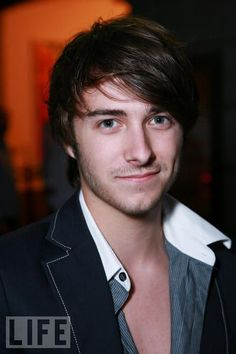 Reece Thompson. Just saw him in Daydream Nation. YUM.