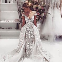 This is a gorgeous #weddingdress by @bertabridal. What do you think? _ #munaluchibride #stylish