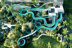 These waterslides definitely make you want to try it. Photo by Waterbom Bali.