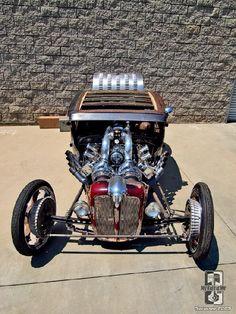 (Twin-Blown '30 Ford Nitro Coupé)
