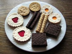 Complete set includes 8 cookies:  - 2 big jam heart cookies diameter 5.1 cm  - 2 small sandwich cookies diameter 4 cm  - 2 small jam cookies diameter 4 cm  - 2 chocolate square wafer cookies 4x4 cm and 4 wafer rolls    Everything is made from felt , hand stitched by me.    Great for role play - tea party, birthday party    May not be suitable for children under 3 due to small parts.
