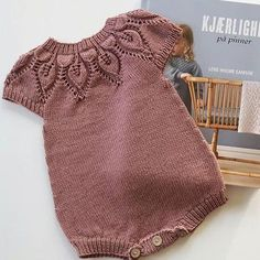 Baby clothes should be selected according to what? How to wash baby clothes? What should be considered when choosing baby clothes in shopping? Baby clothes should be selected according to … Toddler Sweater, Baby Girl Sweaters, Knitted Baby Clothes, Knitting For Kids, Baby Knitting Patterns, Knitting Baby Girl, Baby Outfits, Baby Girl Fashion, Kids Fashion