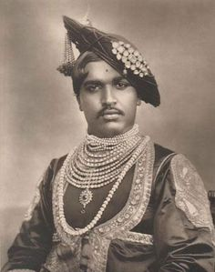The Maharaja of Kohlapur - Princes and Chiefs of India Vintage India, Vintage Men, Udaipur, Jaisalmer, Indian Prince, Royal Indian, Mughal Empire, Royal Jewels, Crown Jewels