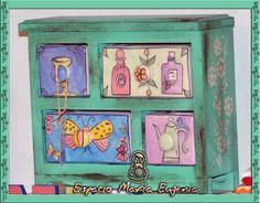 Mueble con cajoncitos de cerámica pintados a mano - Dibujos franceses - Espacio María Eugenia