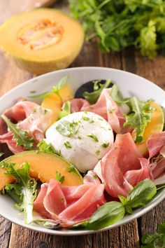 Without the food, where is the party? It brings guests together, and tastes good too. Mary Crafts-Homer shares three options for fresh salads. Brunch Recipes, Summer Recipes, Appetizer Recipes, Salad Recipes, Healthy Salads, Healthy Eating, Healthy Recipes, Prosciutto Melon, Melon Salad