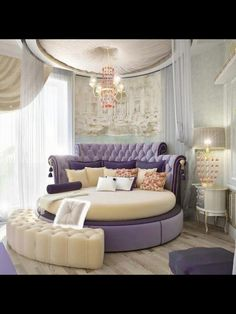 Glam bedroom - not sure of the round bed! i would have the sensation i would fall off! - would try one though ;)