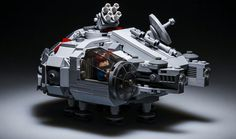 dif STICK shared this (just barely) minifigure scale Millennium Falcon over on Korean Lego fan site, BrickInside and it is adorable. We are huge fans of the new MicroFighters stuff, but this model that Han can actually squeeze inside is so much better. Lego Millenium Falcon, Lego Falcon, Falcon 1, Lego Knights, Micro Lego, Lego Ship, Lego Spaceship, Lego Toys, Lego Duplo