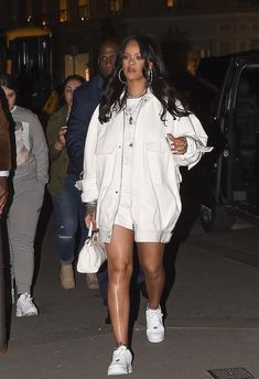 75a47998c 434 Best Rihanna Fashion Inspiration. images in 2019   Rihanna fenty ...