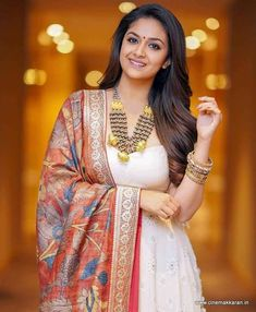 Keerthy Suresh Shows How To Wear Any Ethnic Outfit With Grace! - Sahrukh Alvi - Keerthy Suresh Shows How To Wear Any Ethnic Outfit With Grace! Keerthy Suresh Shows How To Wear Any Ethnic Outfit With Grace! South Indian Actress Photo, Indian Actress Photos, South Actress, Ethnic Outfits, Indian Outfits, Sonam Kapoor, Deepika Padukone, Most Beautiful Indian Actress, Beautiful Actresses