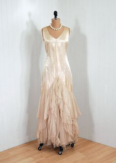 Items similar to Antique Vintage Ivory-White Ethereal Silk-Satin Deco French-Couture Flapper Tiered-Ruffle Sheer Silk-Tulle Fairy Drop-Waist Goddess Floral-Applique Backside Full-Length Wedding Formal Evening Party Cocktail Gown Dress on Etsy 20s Fashion, Fashion History, Art Deco Fashion, Retro Fashion, Vintage Fashion, Victorian Fashion, Vintage Gowns, Vintage Outfits, Vintage Hats