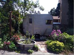 Cute trailor, great landscaping! >>>>>>>>many many exterior and interior pics of trailers