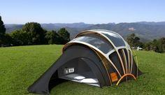 Vacanze, 7 gadget per il campeggio hi-tech. C'è anche la tenda fotovoltaica!