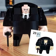 Lego Custom Minifigures, Lego Minifigs, Legos, Bloc Lego, Lego Creative, Lego Display, Lego Sculptures, Lego Pictures, Amazing Lego Creations