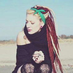 Zu den beliebtesten Tags für dieses Bild zählen: dreads, pasión vs moda, dreadlocks, girl und style