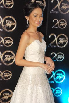 MANILA, Philippines - Several Kapamilya stars channeled their inner princesses as they wore intricately designed white dresses at the recently held Star Magic Ball, touted as ABS-CBN's own version of the JS Prom. Js Prom, Star Magic Ball, Philippines, Filipina Beauty, Kathryn Bernardo, Strapless Dress Formal, Formal Dresses, Muslim Dress, Pretty Dresses