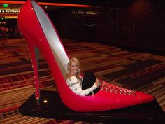 OMG!!! I think I just died and gone to shoe heaven!!! Christian Louboutin stiletto sculpture inside the Cosmopolitan hotel hallways...