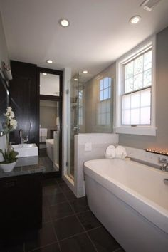 Chic gray & black master bathroom design